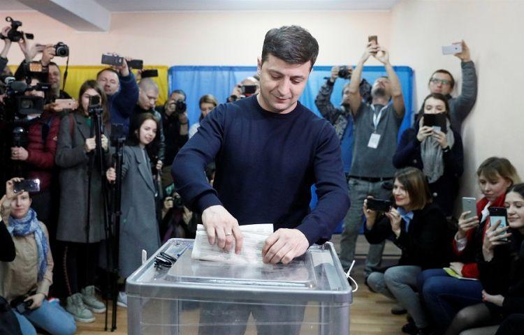 Şaka değil: bugün komedyen Zelenski Ukrayna başkanı seçile bilir