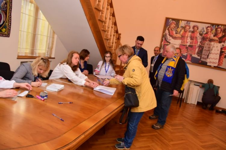 Polling station starts work in the Embassy of Ukraine in Azerbaijan - PHOTOS