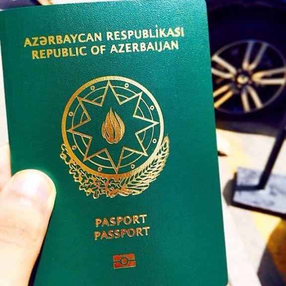 Запрет двойного гражданства заставляет азербайджанцев отказаться от родного паспорта