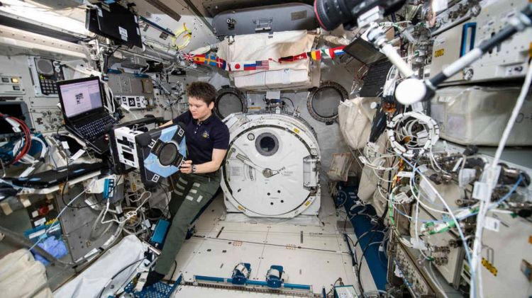 en/news/sience/367604-nasa-shares-first-image-of-astrobee-bumble-robotic-assistant-on-iss