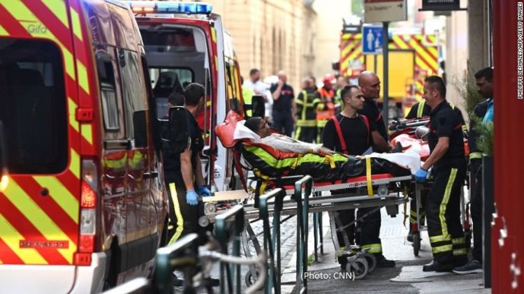 At least 13 injured by suspected bomb blast in Lyon - VIDEO