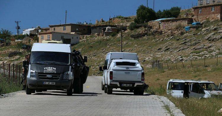 Muhtarın minibüsüne okul önünde saldırı - 2 ölü, 2 yaralı