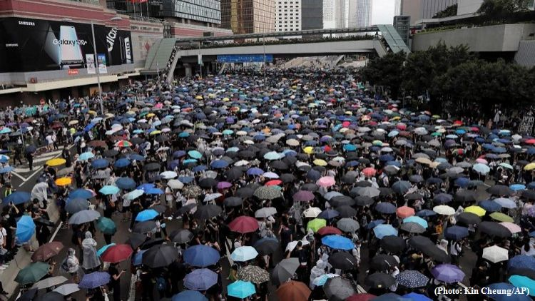 Protests continue in Hong Kong - Children started to join
