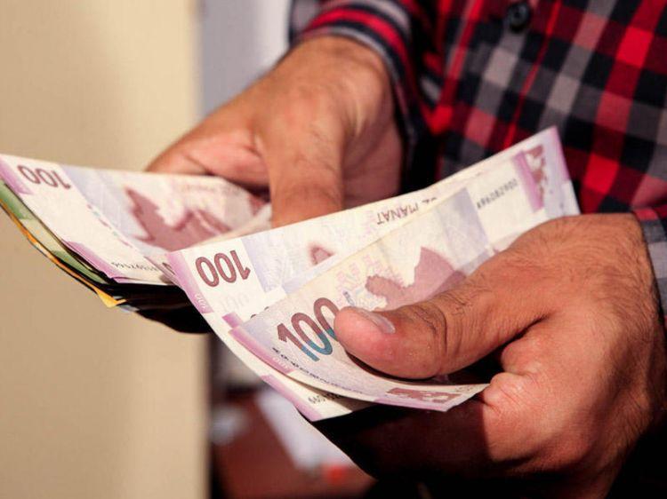 Среднемесячная зарплата в Азербайджане составляет 581 манат