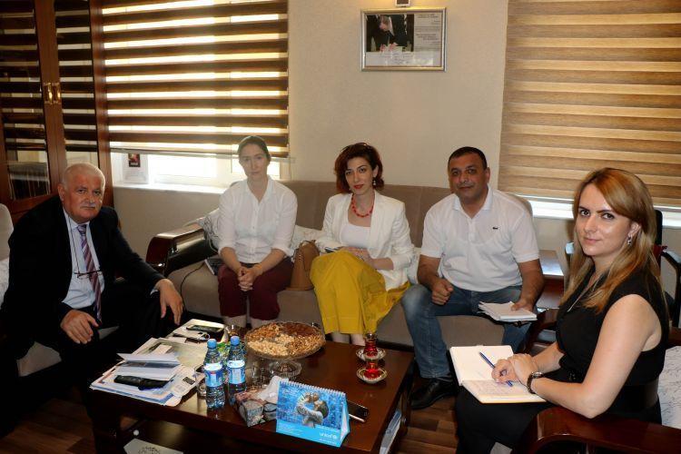 زيارة المسئولين بالسفارة الأمريكية لمكتب مؤسسة أوراسيا في باكو