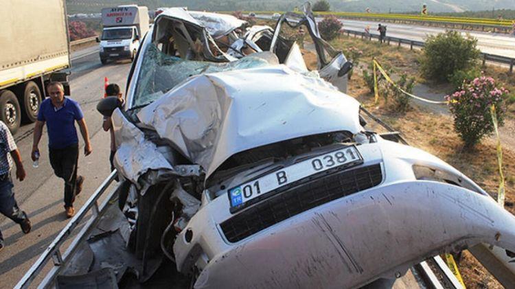 Zincirleme kazada karı koca öldü 3 kişi yaralandı!