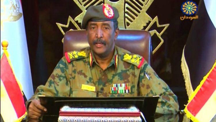 المجلس العسكري يقر بأنه أمر بفض اعتصام الخرطوم الذي تسبب بمقتل العشرات - الفيديو