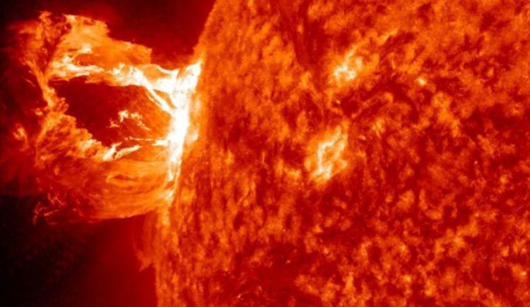 انفجار شمسي نادر قد يعيد الأرض ألف سنة للوراء!