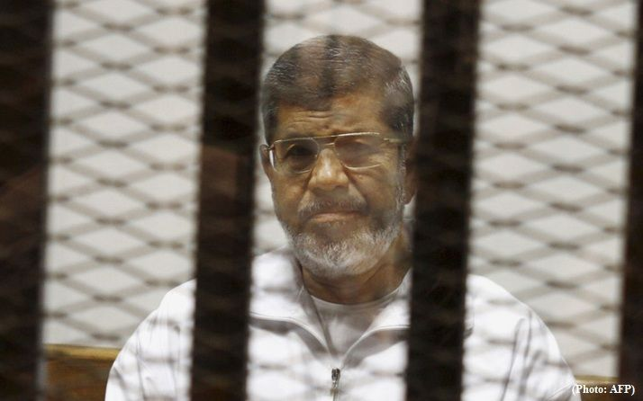 After warning, Morsi died in defendants' cage