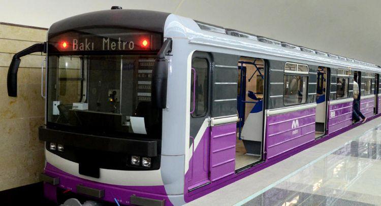 """<p><strong>Metroda daha bir problem: <span style=""""color:#e74c3c"""">Sərnişinlər 7 dəqiqə qatar g&ouml;zləyiblər</span></strong></p>"""