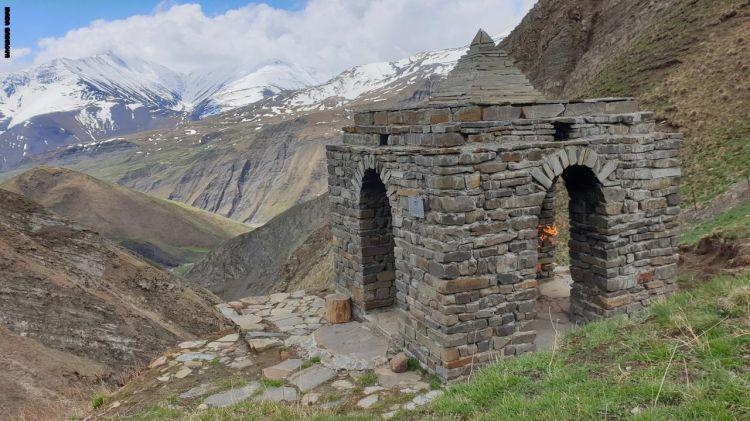 أعلى معبد زرداشتي بالعالم لا يزال يحتفظ بشعلته الطبيعية في أذربيجان