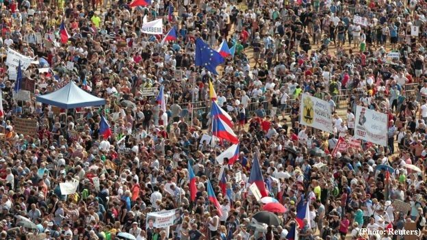 Mass protests stormed in Prague against Prime Minister - VIDEO