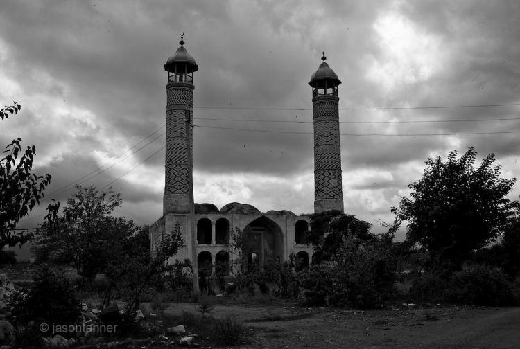 Как ни странно, но  армяне  умеют  убеждать