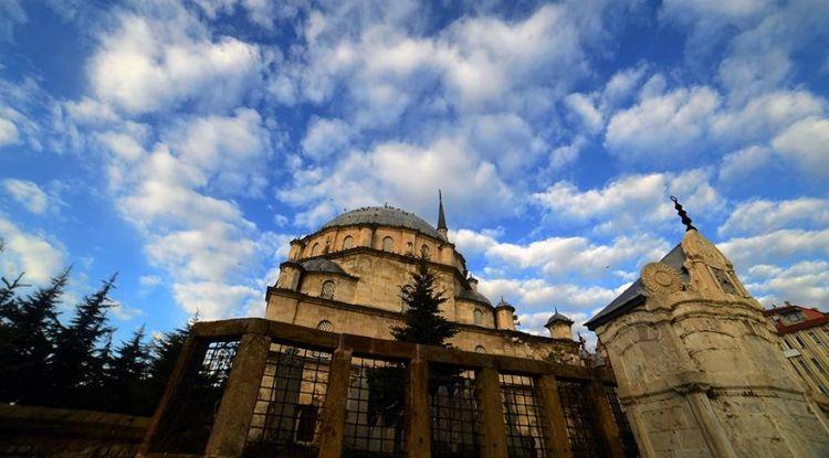 tr/news/culture/375380-turk-mimarisinin-anadoludaki-en-guzel-orneklerinden-biri-capanoglu-cami