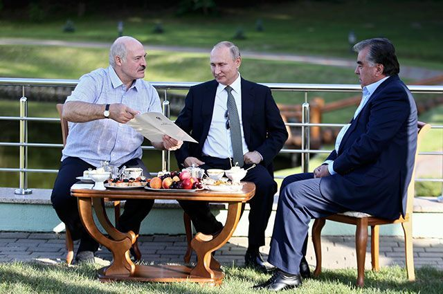 Прагматик за шведским столом. Как Лукашенко стал политическим долгожителем
