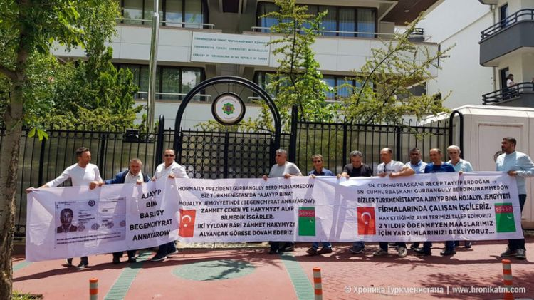 Turkish workers protested in front of Turkmenistan's Embassy in Ankara - demanding their salaries