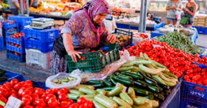 Цены на фрукты и овощи в Баку и сегодня кусаются