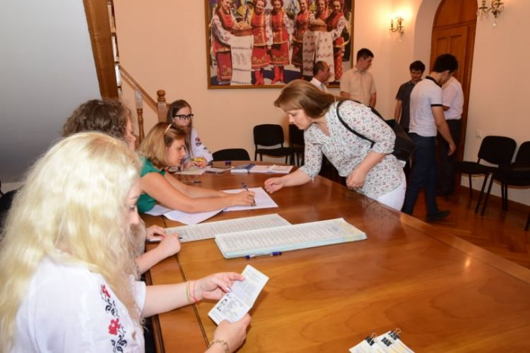 How can Ukrainian citizens vote in abroad? - Polls are opened in Ukrainian Embassy in Azerbaijan - PHOTOS