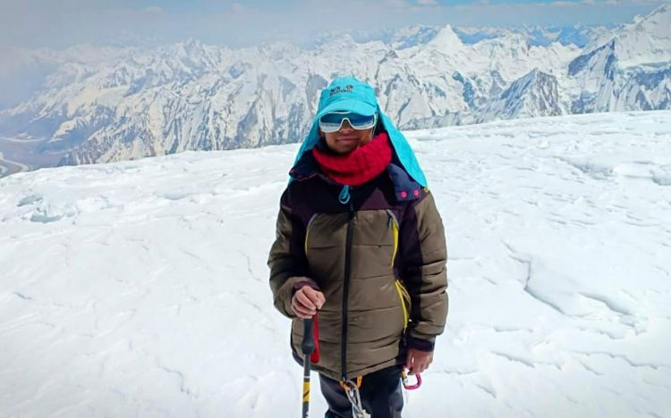 10-year-old Pakistani schoolgirl sets 7,000m mountain record and