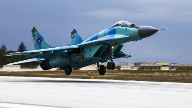 """Azerbaycan`ın düşen askeri uçağının sudan çıkarılma operasyonu - """"%99.9 pilot kabinde"""" – AÇIKLAMA"""