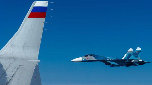 Зачем натовский F-18 приближался к самолёту Шойгу