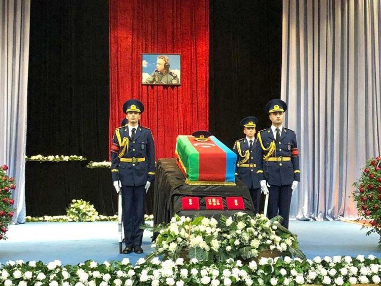 Проходит церемония прощания с Рашадом Атакишиевым - ФОТО