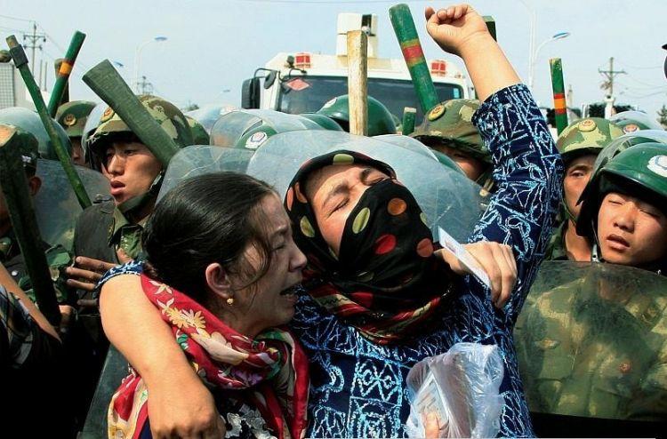 Erkeklerimiz kamplarda, Çinliler mahremimize giriyor - Doğu Türkistan Milli Meclisi Başkanı Tümtürk - Röportaj - VİDEO