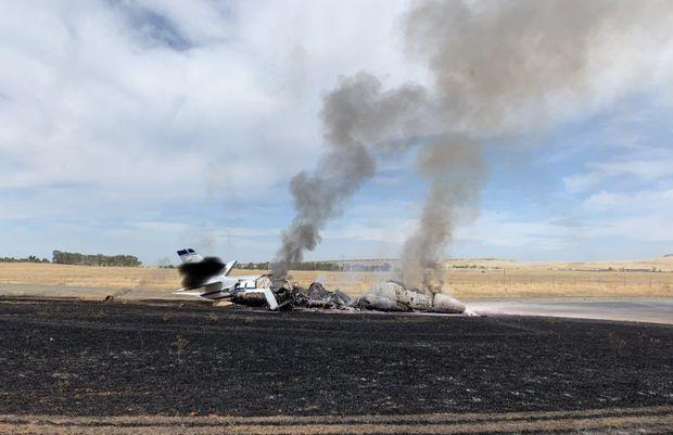 В калифорнийском аэропорту самолет сгорел на ВПП – ВИДЕО