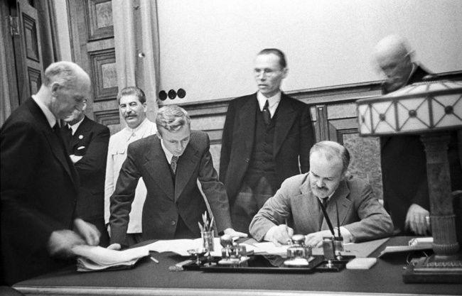 Как Польша, Литва и Украина могут доиграться в «Молотова — Риббентропа»
