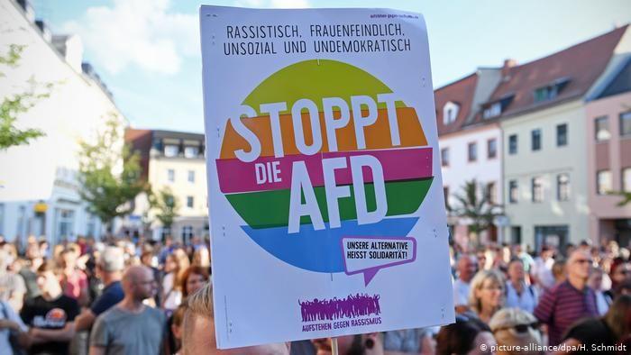 Almanya kendi kimliğini bulmak için boğuşuyor - Ines Pohl