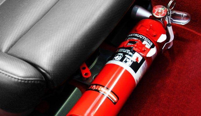 В Азербайджане запрещено хранить огнетушители в багажнике автомобиля