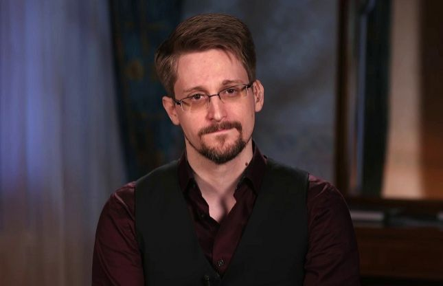US attempts to prevent Edward Snowden's income from new book