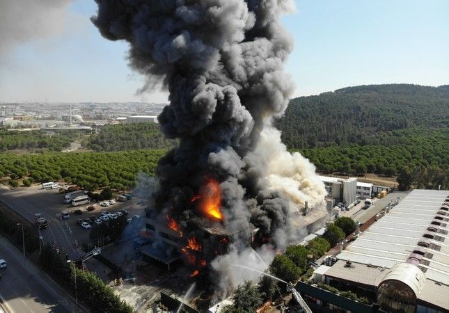 Fire engulfs factory in Istanbul's Tuzla, injuries reported