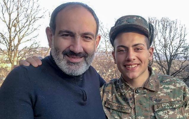 """Paşinyanın əsgər oğlunun bacısı ilə gəzintisi səs-küyə səbəb oldu - Ermənistanda """"ara qarışdı"""""""