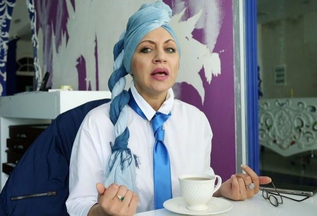 Как известный модельер Лейла Ахмедова продолжает войну с ветряными мельницами