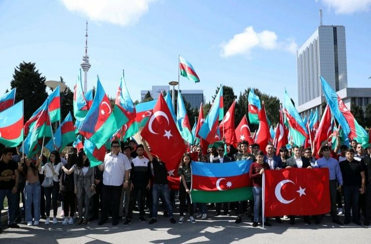 Thousands of Azerbaijani youth appeal to join Turkish army