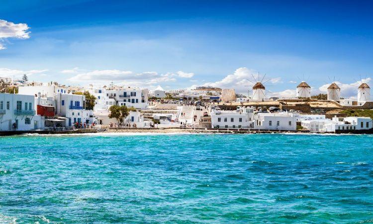 Азербайджанцы ежедневно тратили в Греции деньги, равные 875 пенсиям