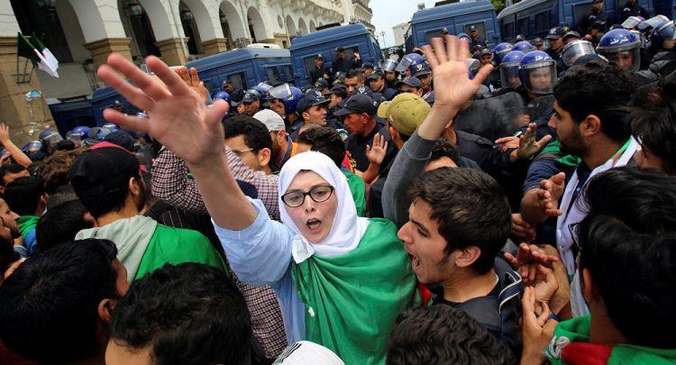 الجزائر... مشروع قانون المحروقات يخرج آلاف الجزائريين إلى الشوارع