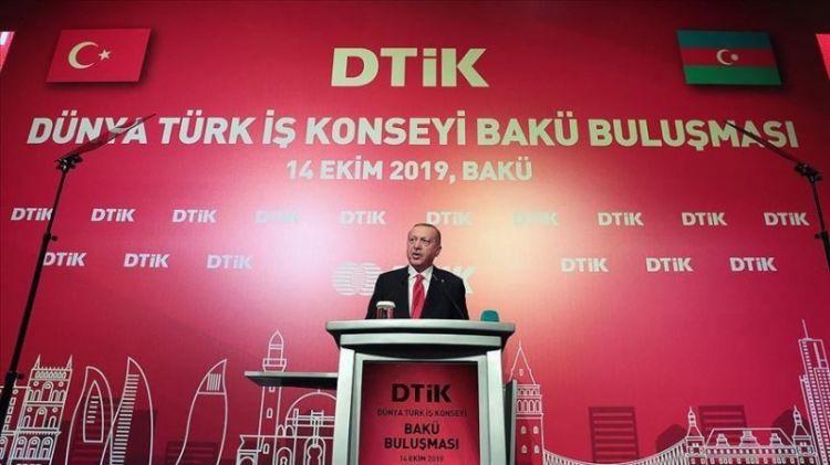 """Эрдоган в Баку обвинил мир в """"двойных стандартах"""""""