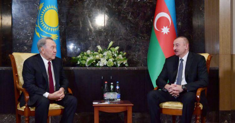 Azerbaycan Cumhurbaşkanı Aliyev, Elbaşı Nazarbayev`le görüştü