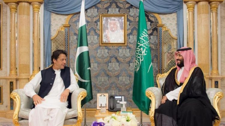 Pakistan PM Imran Khan arrives in Tehran to mitigate tensions between Iran and Saudi Arabia