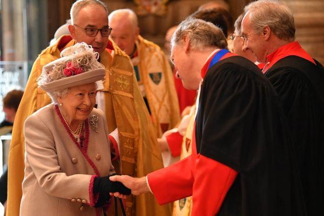 ملكة بريطانيا تتقدم احتفالات الذكرى 750 لإعادة بناء دير ويستمنستر