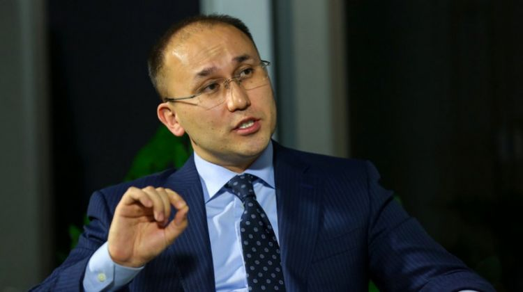Kazakhstan needs financial culture, as people take loans for telephones and feasts - Minister of Information