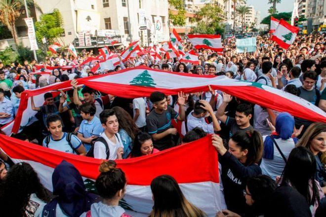 مظاهرات لبنان: لماذا يشارك الطلاب في الاحتجاجات؟