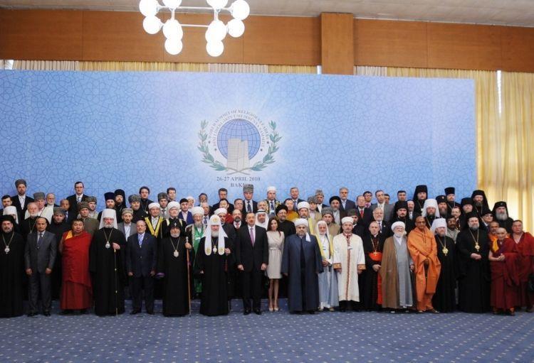 قمة باكو الثانية الزعماء الدينيين في العالم - بمشاركة رئيس جمهورية أذربيجان إلهام علييف والسيدة الأولى مهريبان علييفا