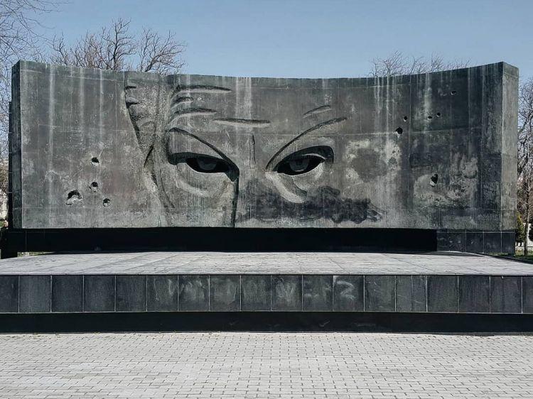 Необычный памятник в Баку: Этого взгляда боятся все… - ФОТО - ФОТО