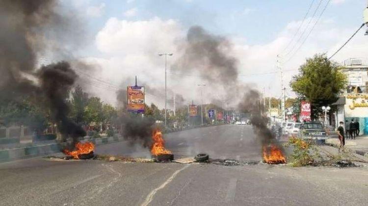 خروج مظاهرات في طهران وعدد من المدن الإيرانية احتجاجا على رفع أسعار البنزين - الفيديو