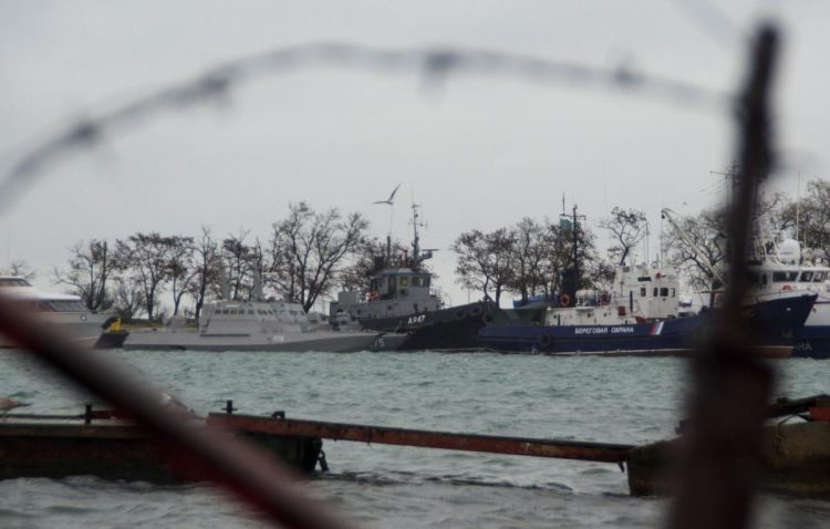 Russia starts moving Ukraine's naval boats seized near Kerch Strait before possible handoverg