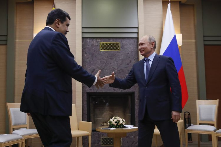 Maduro discusses economic cooperation with Russian delegation