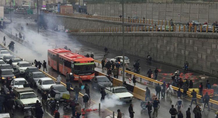 """هل تقف بعض الدول وراء توجيه احتجاجات إيران لـ""""مسار الفوضى""""؟"""